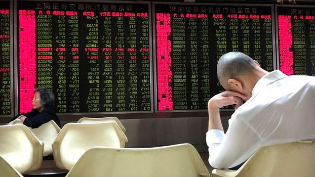 在北京一家证券交易公司,电子屏幕上的股票信息。(美联社)